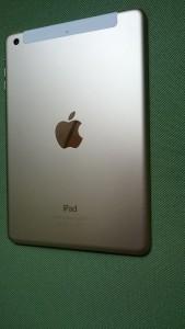 AU版iPadゴールド