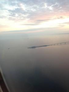 羽田空港着陸前に見える「海ほたる」